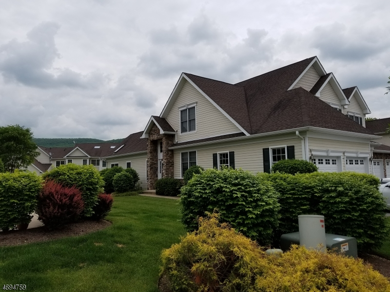 Single Family Home for Sale at 25 Briar Court 25 Briar Court Hardyston, New Jersey 07419 United States