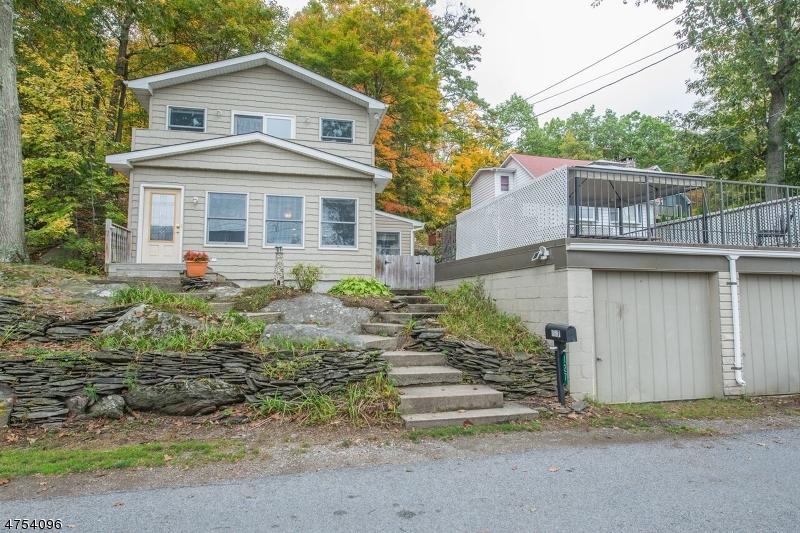 Частный односемейный дом для того Продажа на 127 Lake Shore Road Greenwood Lake, Нью-Йорк 10925 Соединенные Штаты