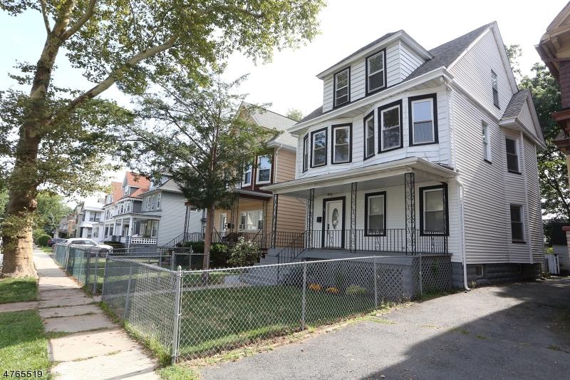 独户住宅 为 销售 在 16 N 22nd Street East Orange, 新泽西州 07017 美国