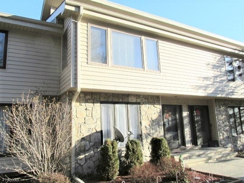 Casa Unifamiliar por un Alquiler en 226 CHEROKEE Road Andover, Nueva Jersey 07848 Estados Unidos