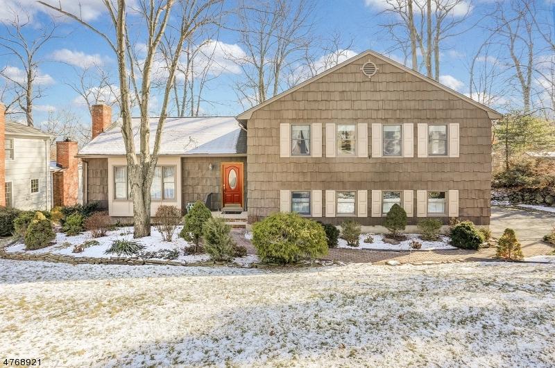 Maison unifamiliale pour l Vente à 65 Hendricks Drive 65 Hendricks Drive Morris Plains, New Jersey 07950 États-Unis