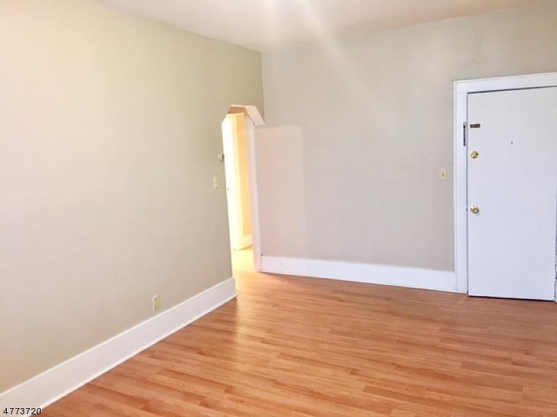 Casa Unifamiliar por un Alquiler en 305 Winans Avenue Hillside, Nueva Jersey 07205 Estados Unidos