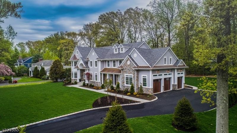 独户住宅 为 销售 在 751 Lawrence Avenue 韦斯特菲尔德, 新泽西州 07090 美国