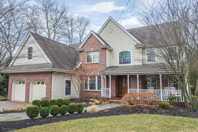 Maison unifamiliale pour l Vente à 87 W End Avenue Pequannock, New Jersey 07444 États-Unis