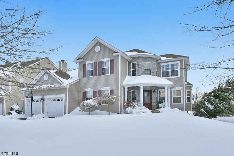 Частный односемейный дом для того Продажа на 475 BLACK BEAR PATH Jefferson Township, Нью-Джерси 07849 Соединенные Штаты