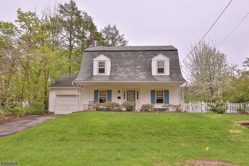 Maison unifamiliale pour l Vente à 66 Gould Place Caldwell, New Jersey 07006 États-Unis