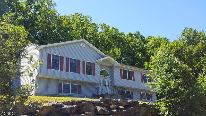 Частный односемейный дом для того Продажа на 70 BOONTON Street Dover Township, Нью-Джерси 07801 Соединенные Штаты