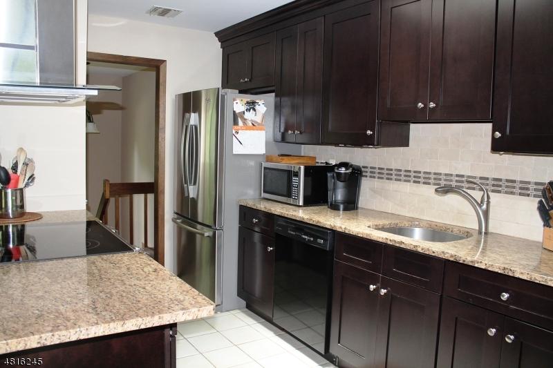 Enfamiljshus för Försäljning vid 8 CARDINAL Road Allamuchy, New Jersey 07840 Förenta staterna
