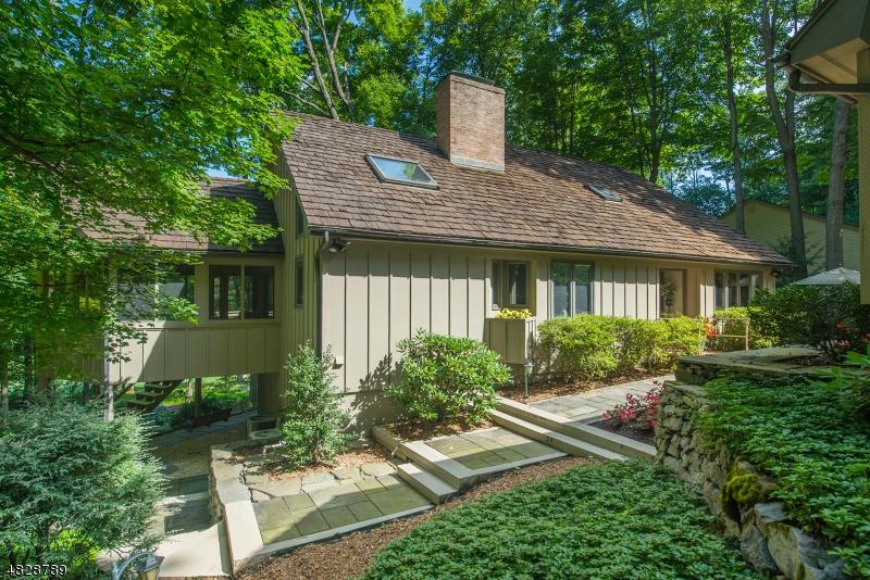 Enfamiljshus för Försäljning vid 21 CARDINAL Road Allamuchy, New Jersey 07840 Usa