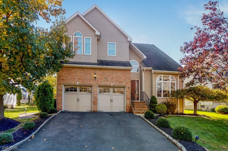 Property pour l Vente à 5 YOUNG WAY Bridgewater, New Jersey 08807 États-Unis