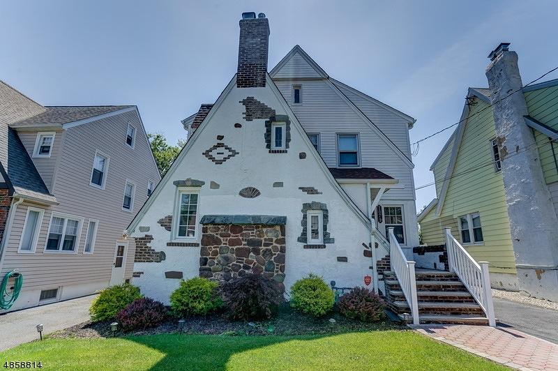 Частный односемейный дом для того Продажа на 1079 KENSINGTON TER Union, Нью-Джерси 07083 Соединенные Штаты
