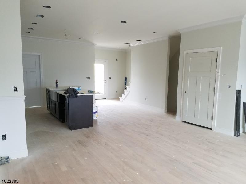 Condominio/ Casa de pueblo por un Venta en 11 Chaz Way Fairfield, Nueva Jersey 07004 Estados Unidos