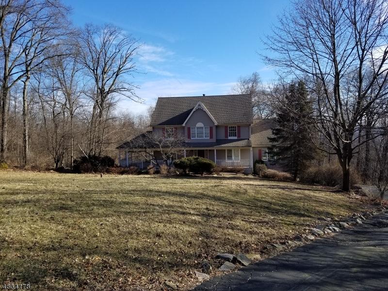 Villa per Vendita alle ore 17 KENSINGTON Court Asbury, New Jersey 08802 Stati Uniti