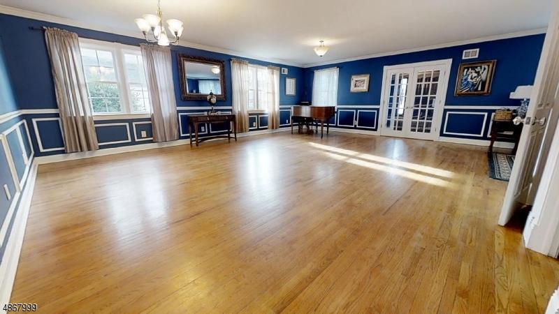 Additional photo for property listing at 369 MARTIN Road  Union, Нью-Джерси 07083 Соединенные Штаты