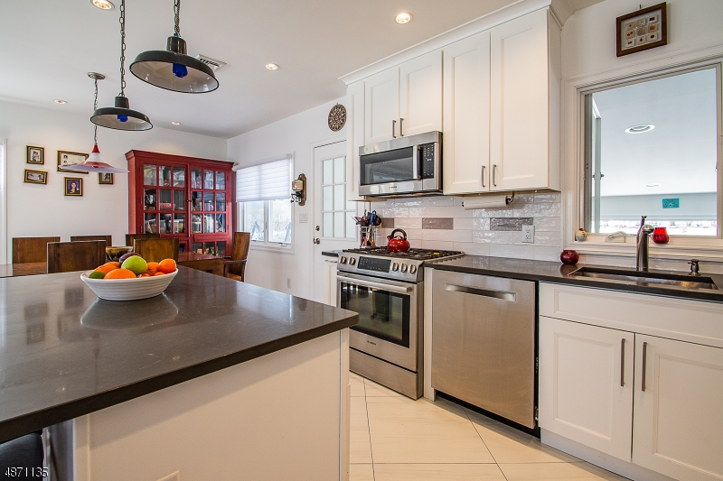 Additional photo for property listing at  Fair Lawn, New Jersey 07410 Stati Uniti