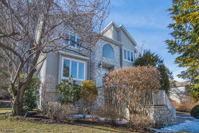 Maison unifamiliale pour l Vente à 16 LEGION Court Rockaway, New Jersey 07866 États-Unis