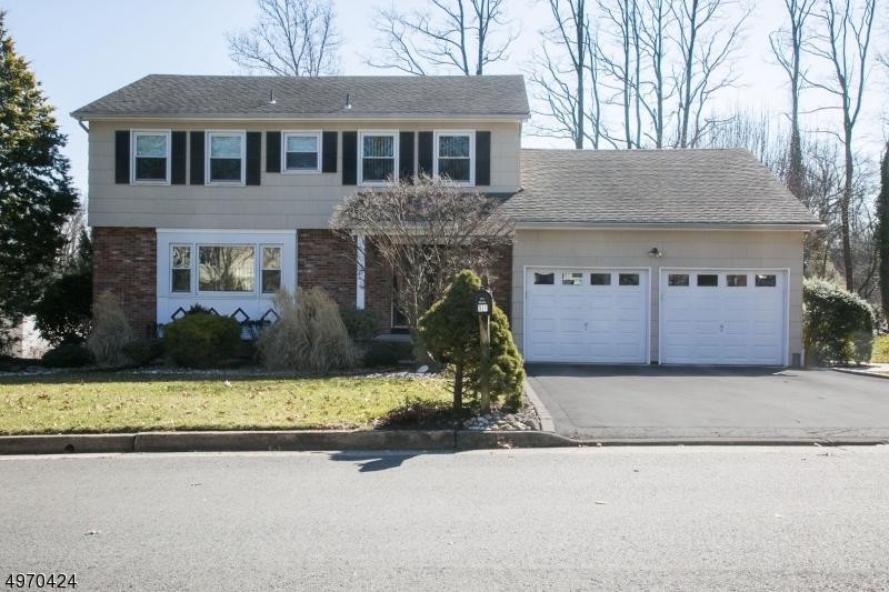 Single Family Homes vì Bán tại 51 W FROST Avenue Edison, New Jersey 08820 Hoa Kỳ