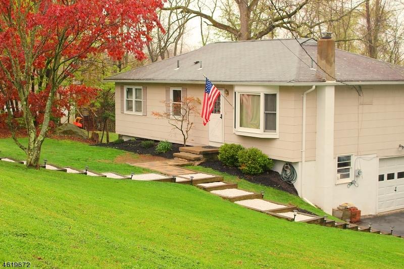 独户住宅 为 销售 在 36 Summit Road 汉堡, 07419 美国