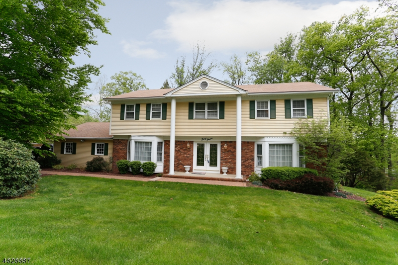 Maison unifamiliale pour l Vente à 47 BIRCH RUN AVENUE Denville, New Jersey 07834 États-Unis