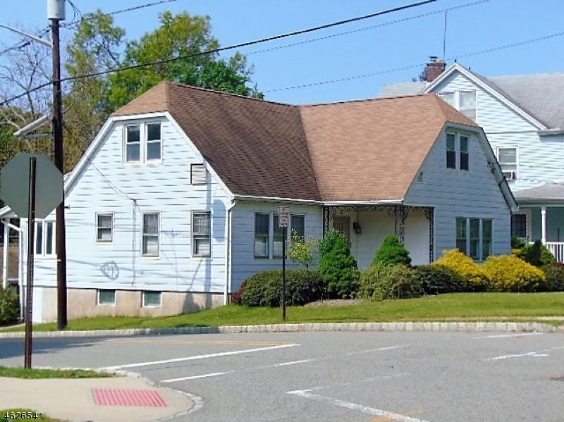 Casa Multifamiliar por un Venta en 74 Elm Road Caldwell, Nueva Jersey 07006 Estados Unidos
