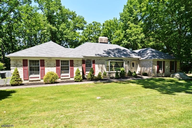 独户住宅 为 销售 在 7 Tamarack Road Belvidere, 07823 美国