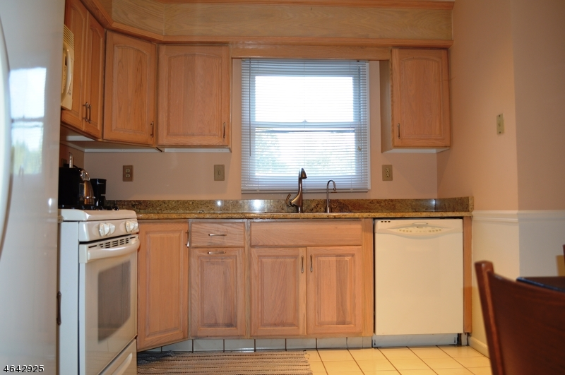 Additional photo for property listing at 122 Sunrise Drive  Gillette, Нью-Джерси 07933 Соединенные Штаты