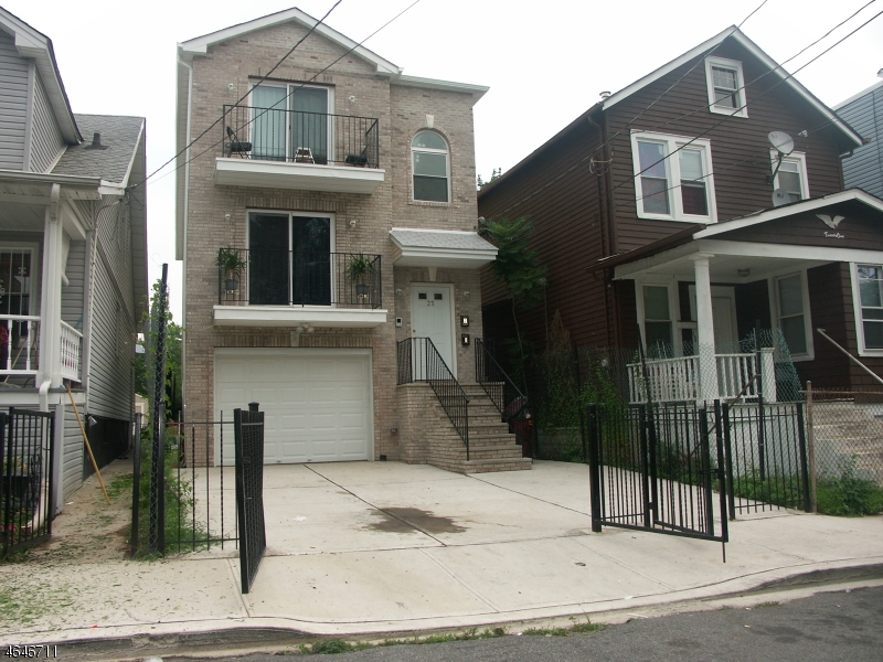 Additional photo for property listing at 23 Edwin Place  Newark, Nueva Jersey 07112 Estados Unidos