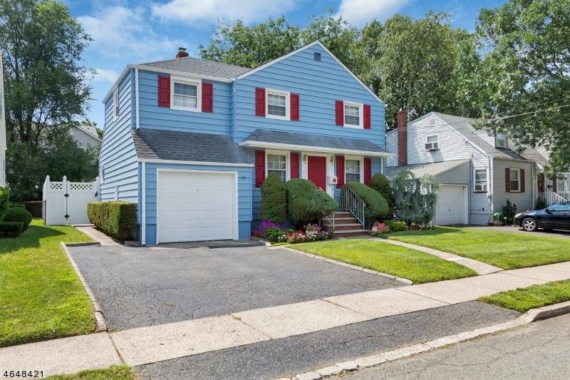 Casa Unifamiliar por un Venta en 3-22 3-22 33rd Street Fair Lawn, Nueva Jersey 07410 Estados Unidos