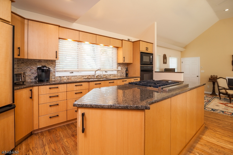 Additional photo for property listing at 6 Penna Court  Florham Park, 新泽西州 07932 美国