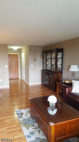 Additional photo for property listing at 300 Main St, UNIT 812  Little Falls, Нью-Джерси 07424 Соединенные Штаты