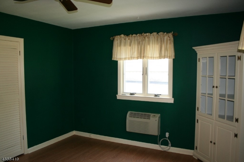 Additional photo for property listing at 15 Sunrise Ter  Cedar Grove, New Jersey 07009 États-Unis