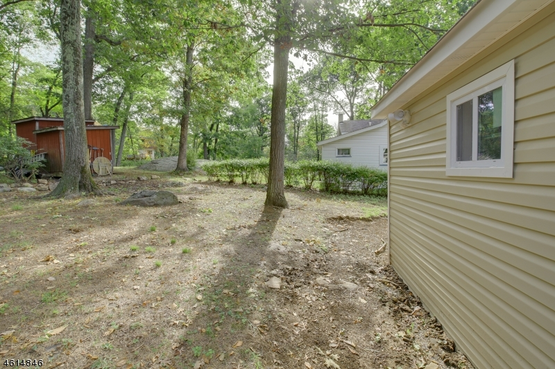 Additional photo for property listing at 19 Bear Pond Trail  Andover, Nueva Jersey 07821 Estados Unidos