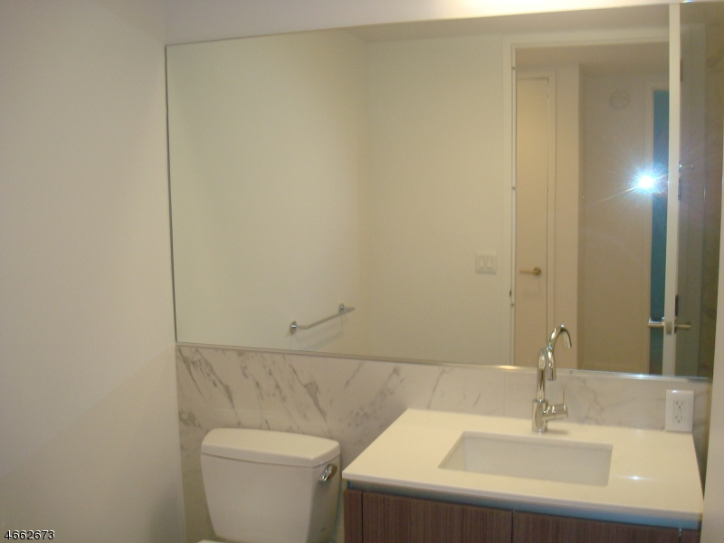 Additional photo for property listing at 160 1st Street  Jersey City, Нью-Джерси 07302 Соединенные Штаты