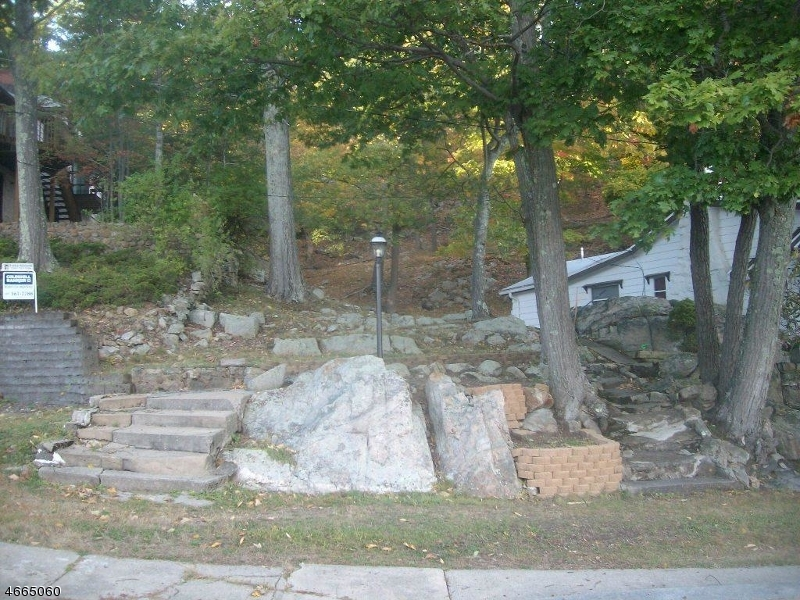 Additional photo for property listing at 239 Squaw Trail  Hopatcong, 新泽西州 07821 美国