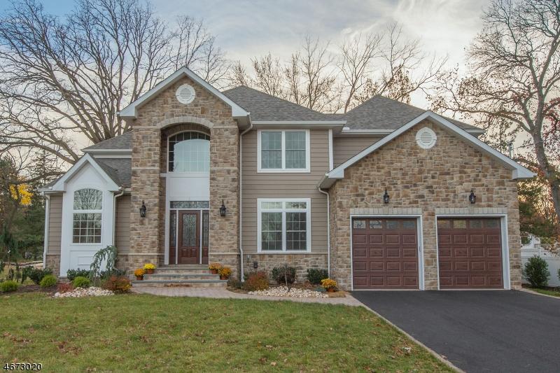 Maison unifamiliale pour l Vente à 2 Victoria Drive Clark, New Jersey 07066 États-Unis