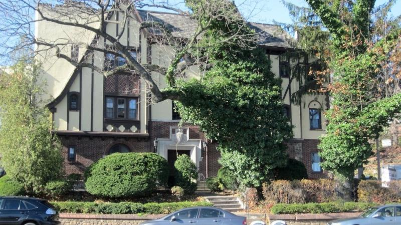 Частный односемейный дом для того Аренда на 20 Garber Sq Ridgewood, Нью-Джерси 07450 Соединенные Штаты