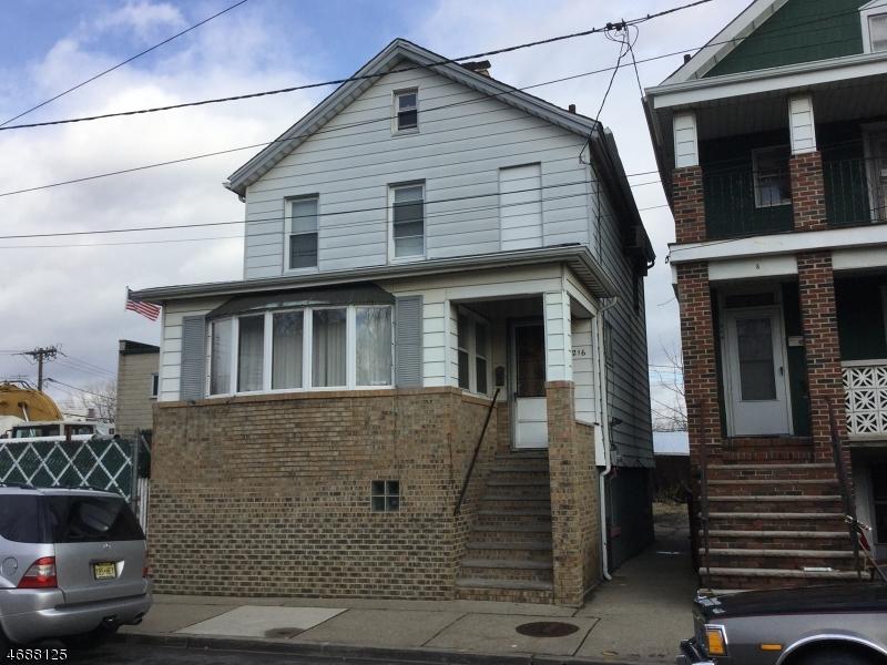 Частный односемейный дом для того Продажа на Address Not Available Hackensack, 07601 Соединенные Штаты