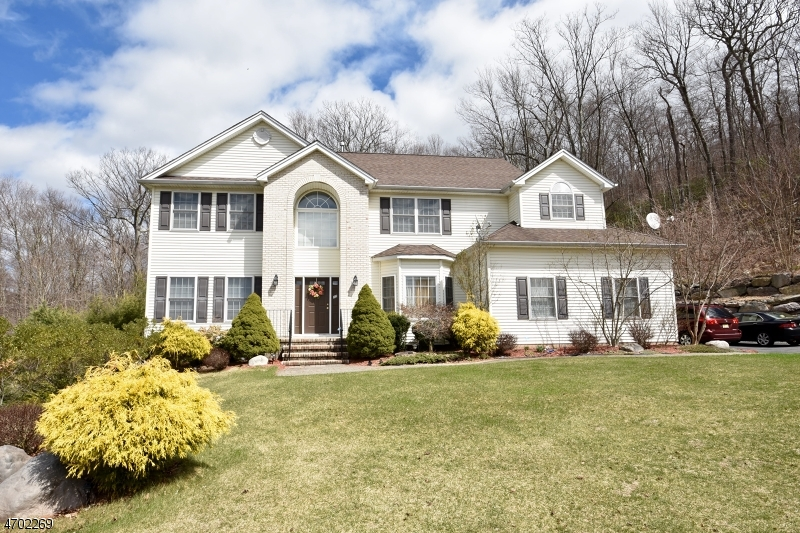 Single Family Home for Sale at 12 Meredith Court Oak Ridge, New Jersey 07438 United States