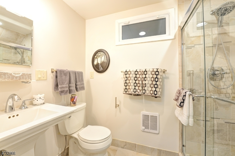 Additional photo for property listing at 11 Marine Ter  Byram Township, New Jersey 07871 États-Unis