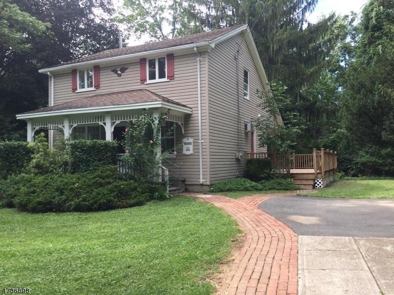 Частный односемейный дом для того Продажа на 939 Edgewood Drive Stillwater, Нью-Джерси 07860 Соединенные Штаты