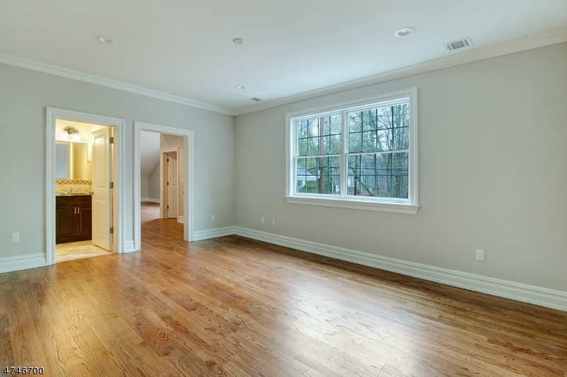 Additional photo for property listing at 325 Runnymede Road  Essex Fells, New Jersey 07021 Verenigde Staten