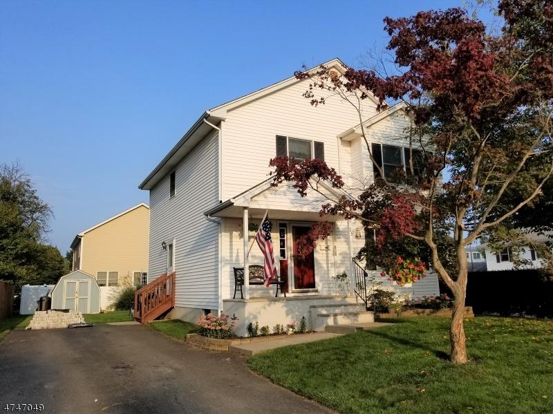 Casa Unifamiliar por un Venta en 23 S 12th Avenue Manville, Nueva Jersey 08835 Estados Unidos