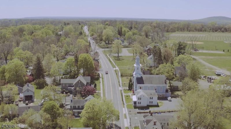 Maison unifamiliale pour l Vente à 2 RIDGE Road Tewksbury Township, New Jersey 08858 États-Unis