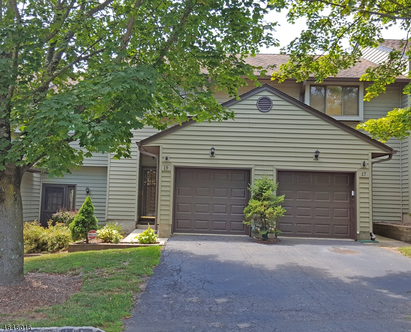 Casa Unifamiliar por un Alquiler en 19 Eagle Drive Hampton, Nueva Jersey 07860 Estados Unidos