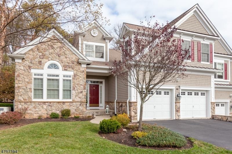 Maison unifamiliale pour l Vente à 38 TILLOU RD W South Orange, New Jersey 07079 États-Unis