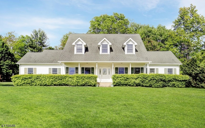 Maison unifamiliale pour l Vente à 4 Mary Ellen Way Middletown, New Jersey 07748 États-Unis