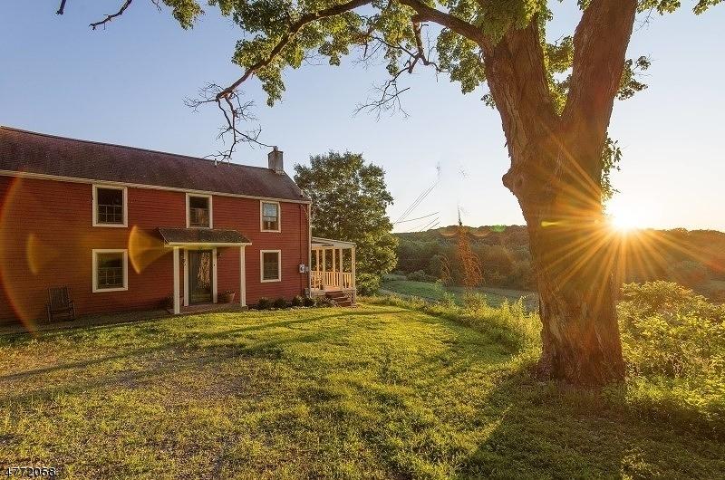Maison unifamiliale pour l Vente à 29 Old Swartswood Road Hampton, New Jersey 07860 États-Unis