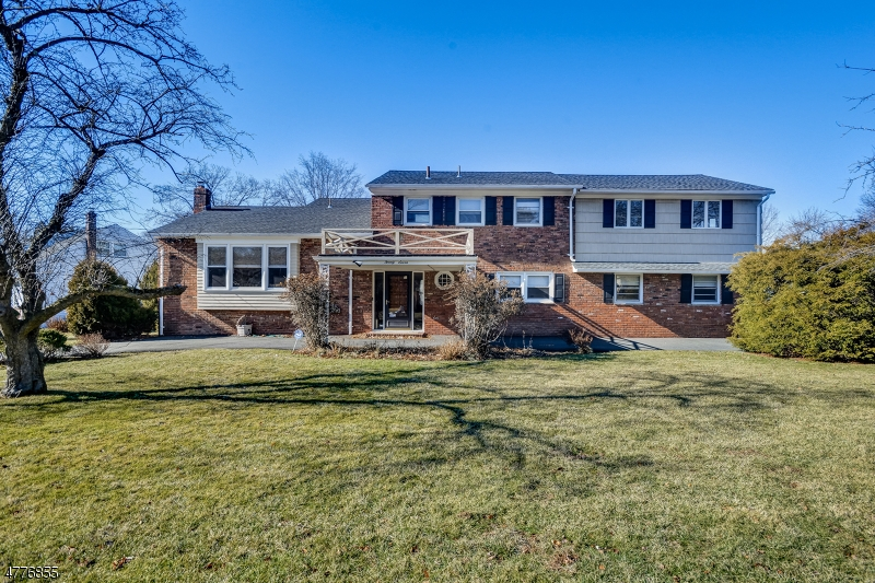 Single Family Home for Sale at 27 Mohawk Drive Springfield, New Jersey 07081 United States