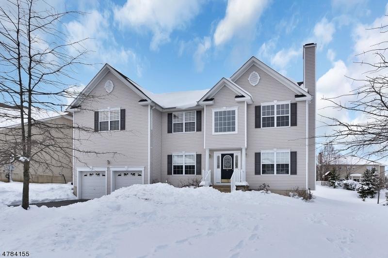 Частный односемейный дом для того Продажа на 906 TIMBERLINE DRIVE Jefferson Township, Нью-Джерси 07849 Соединенные Штаты