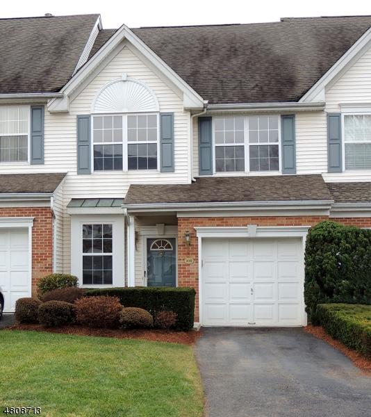 Condo / Casa geminada para Arrendamento às 108 BARCLAY Drive Nutley, Nova Jersey 07110 Estados Unidos